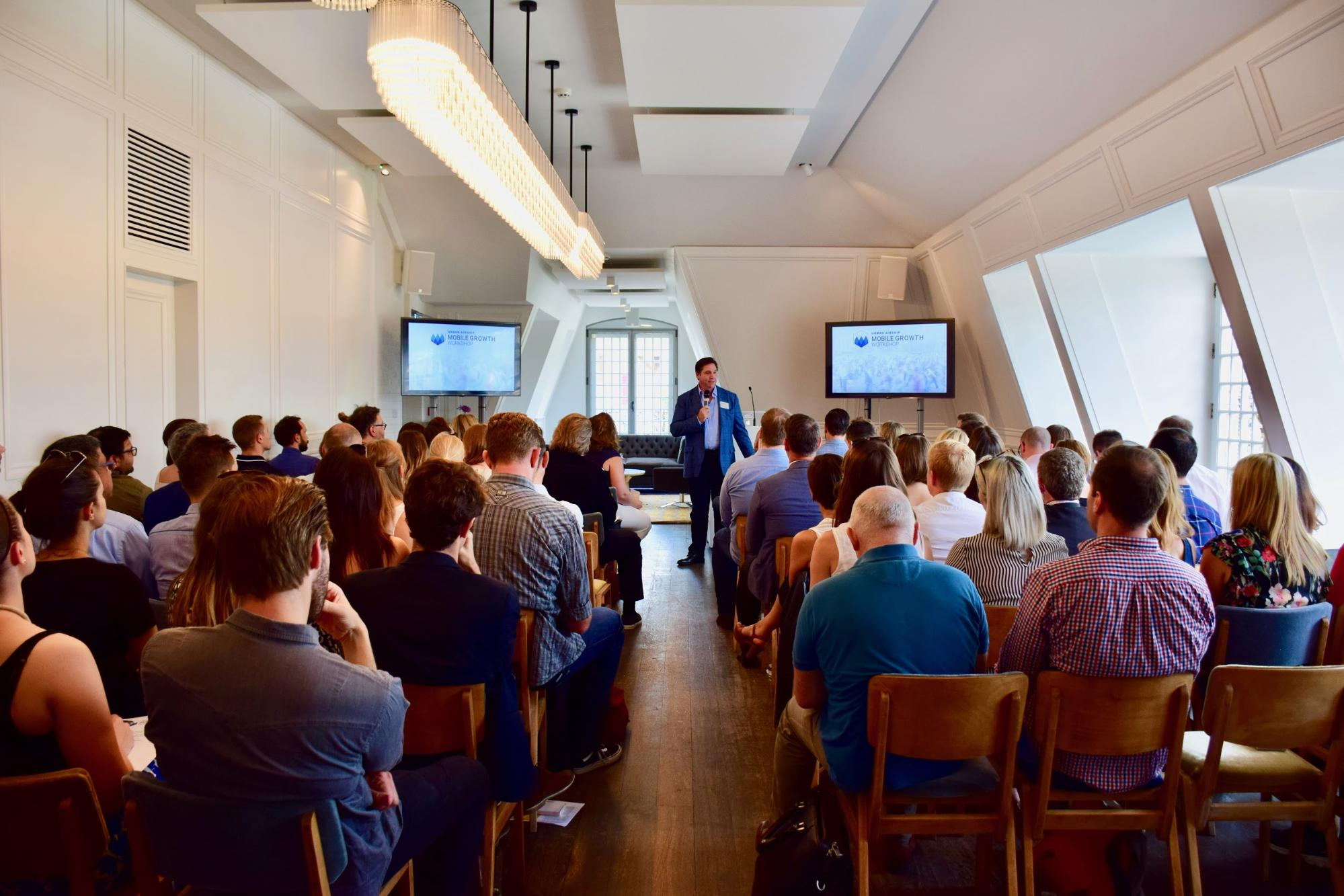 brett-caine-welcomes-attendees-to-urban-airship-mobile-growth-workshop-london